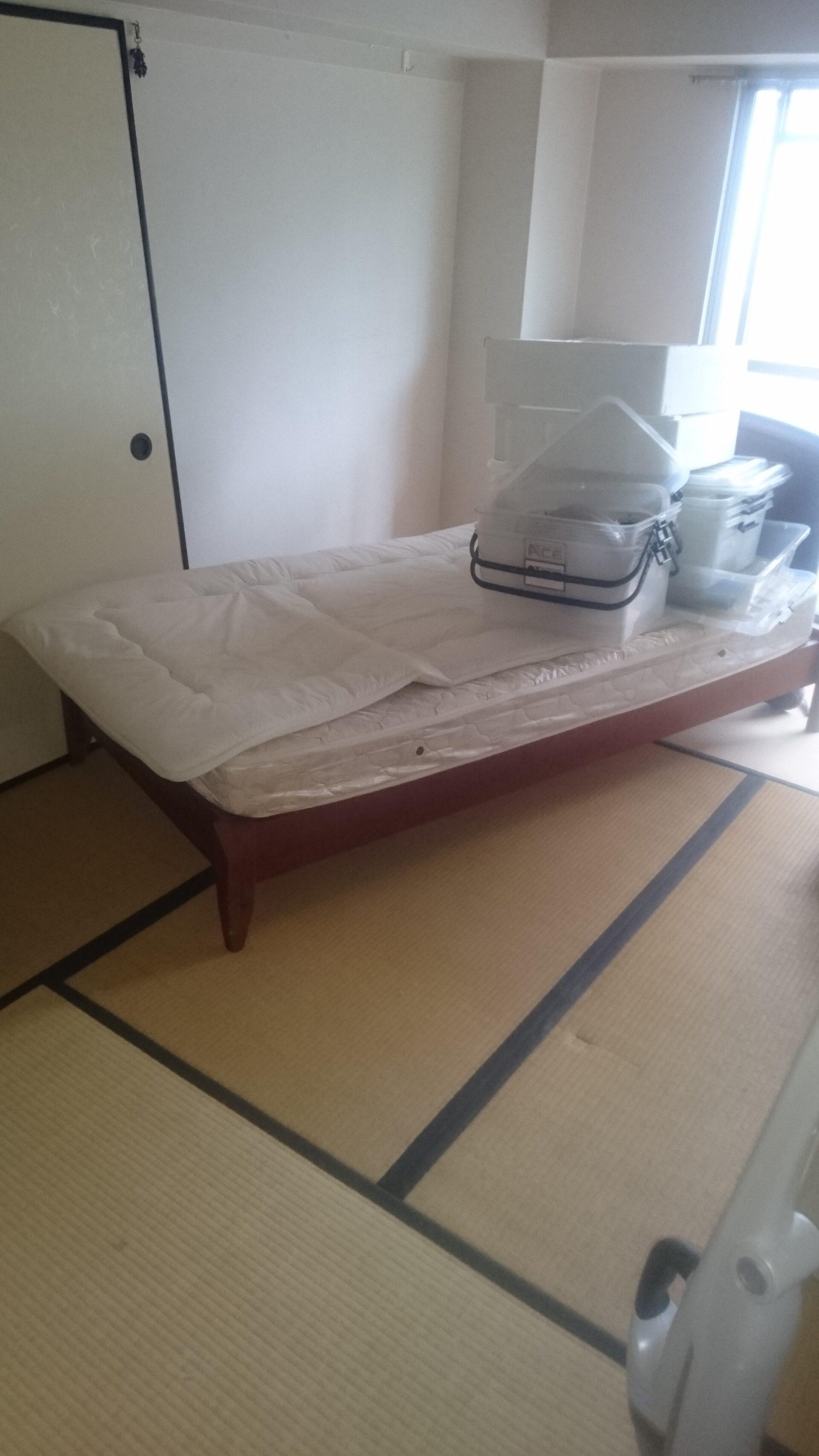 ベッドと衣装ケースの回収