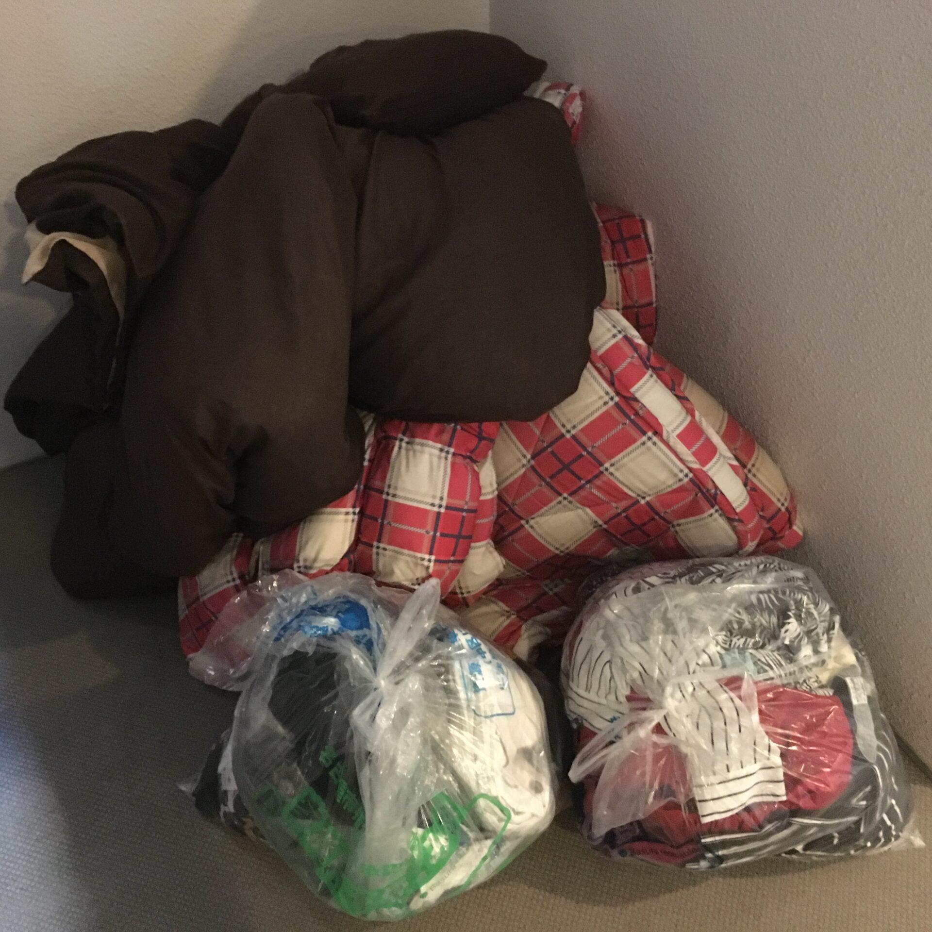 廃棄処分に間に合わなかった袋ごみと布団の処分