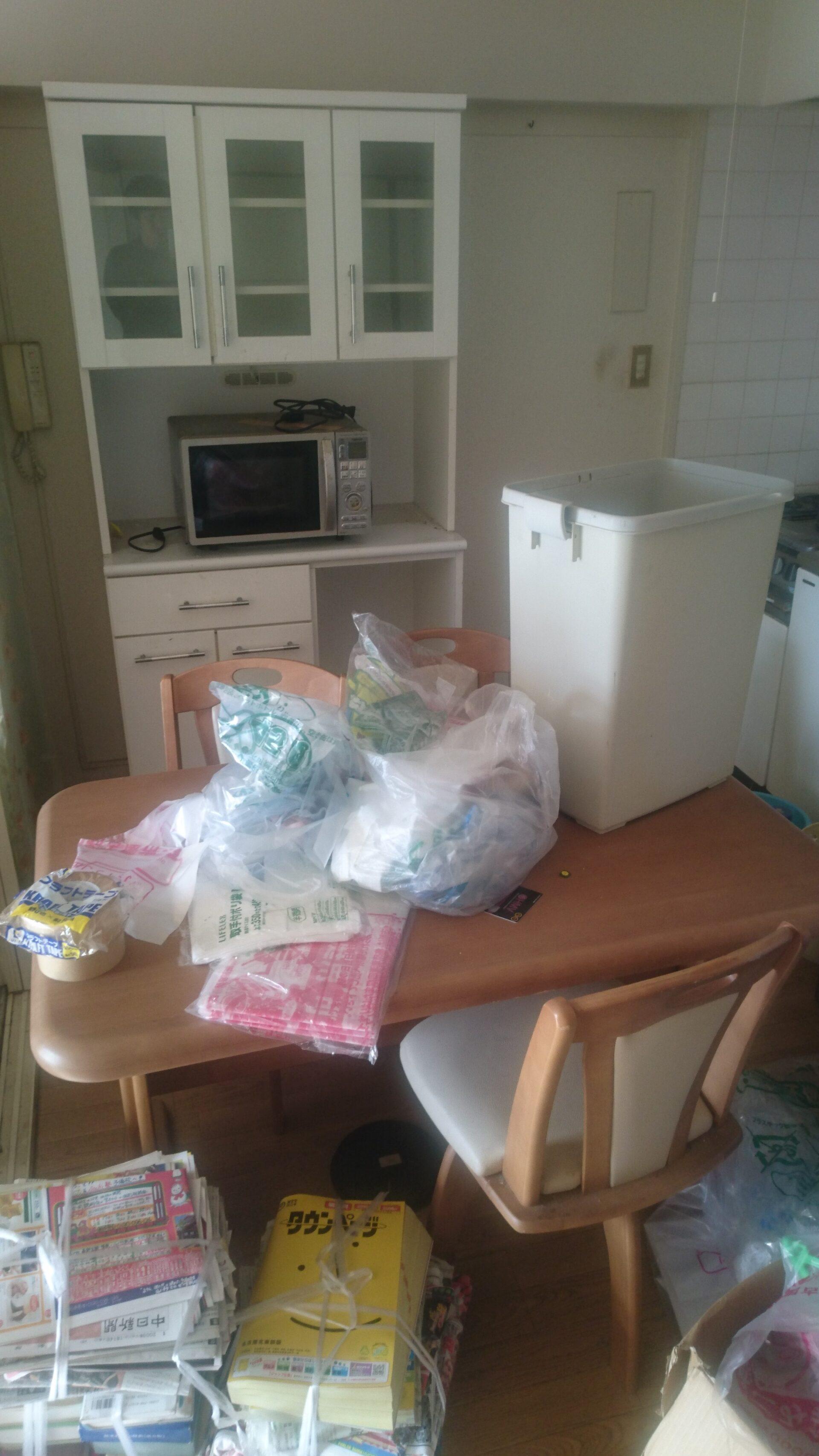 食器棚やダイニングテーブルなどの回収