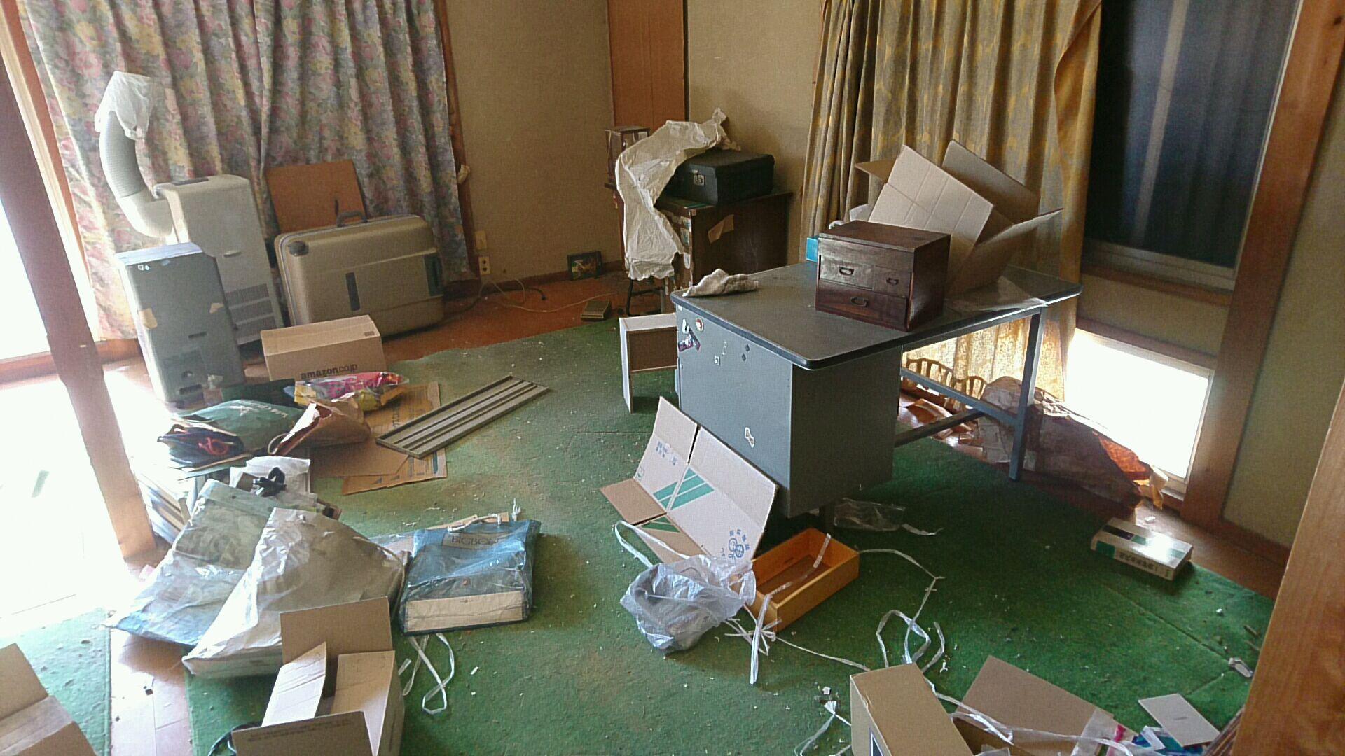 事務机や小家電、小物などの回収