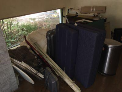 マットレスや大量の布団、TVなどの回収