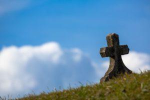 「墓じまい」を検討する人が増えている理由とは?