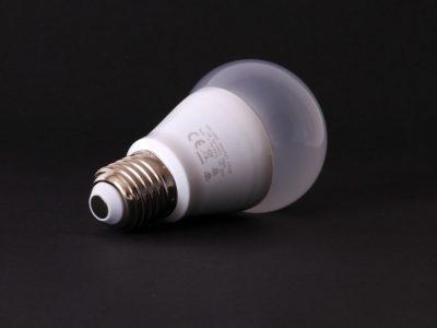 照明を「LED」に替えたらどうなるの?LED電球のお得な点とは?